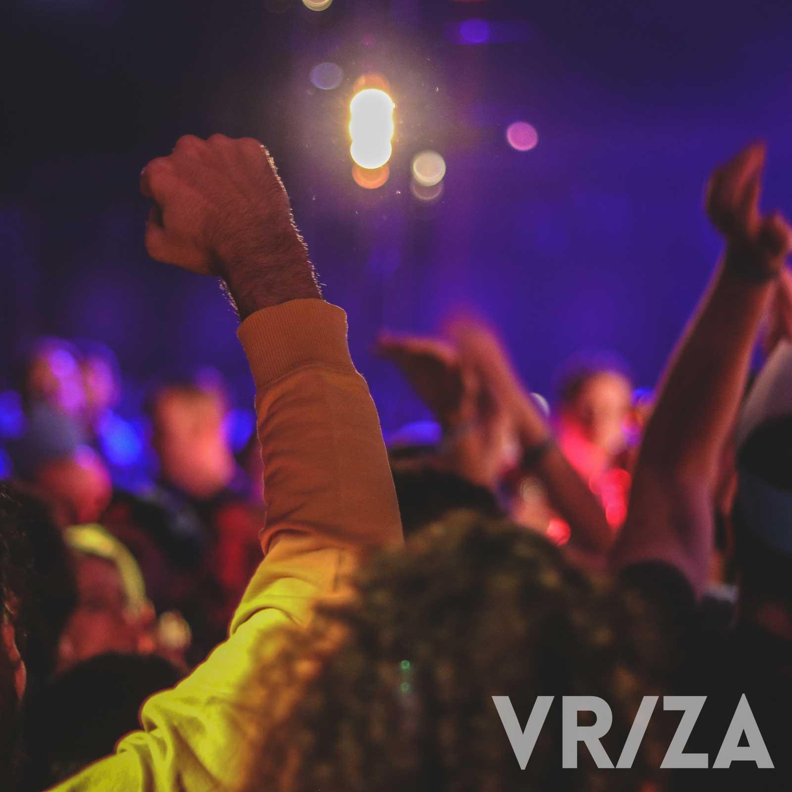 Elke vrijdag- en zaterdagnacht draait er een vinyl DJ vanaf 20:00 en tussen 23:00 en 04:30 kan jij dansmoves komen showen, geleid door de funky house, latin house, dance, house en club classics van onze resident DJ's. Minimum leeftijd is 23!