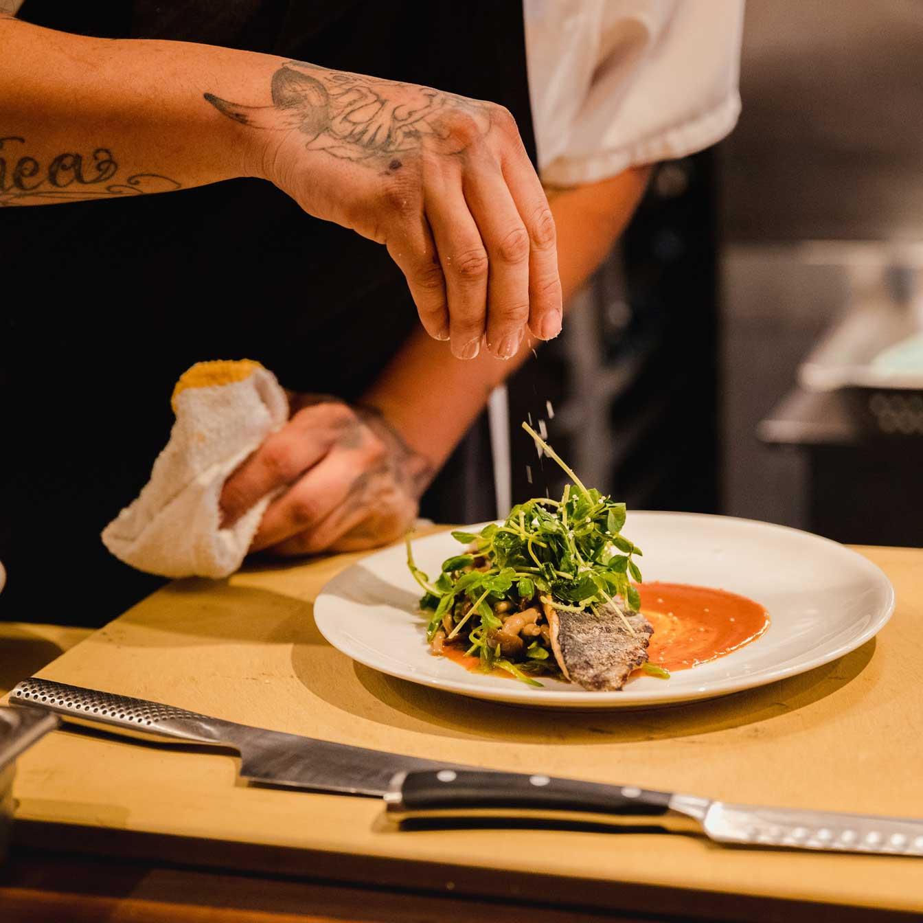 Ga jij als een speer de keuken door om lunch, borrelhappen en diner klaar te maken tijdens onze terrasdagen? Kom in onze keuken werken om onze menukaart in werkelijkheid te maken. Fulltime en parttime mogelijk.