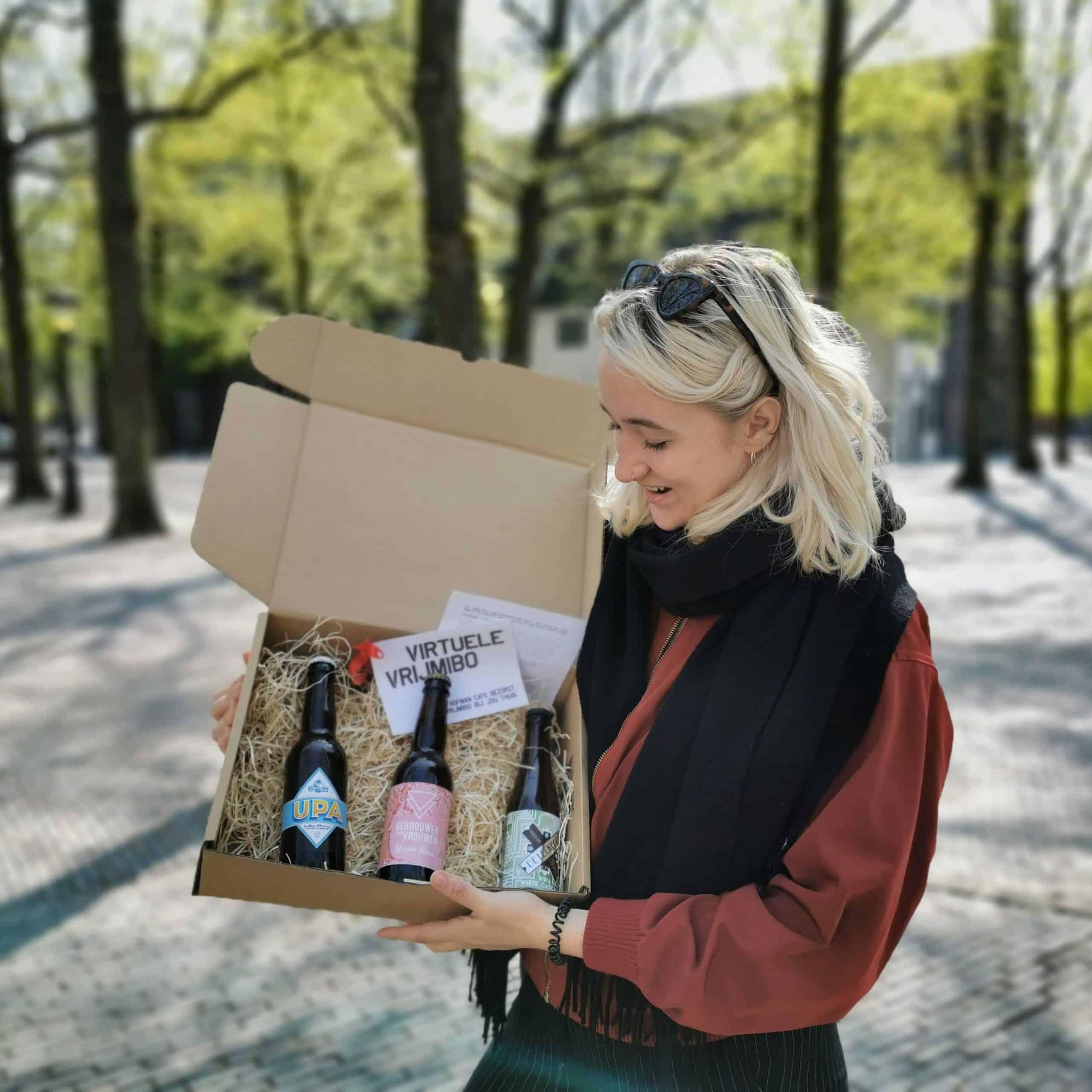 Kies heerlijk bierpakket of een goede fles wijn en zie één van onze leuke collega's aan jouw deur verschijnen.
