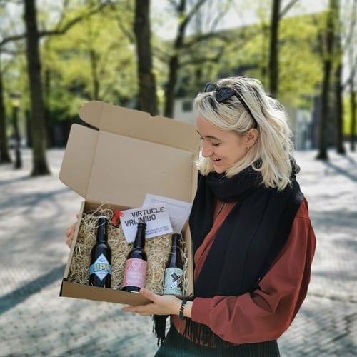 Er is keuze uit verschillende borrelpakketten. Een ding hebben ze gemeen: de producten zijn met zorg uitgekozen door ons team. Afhalen is gratis.